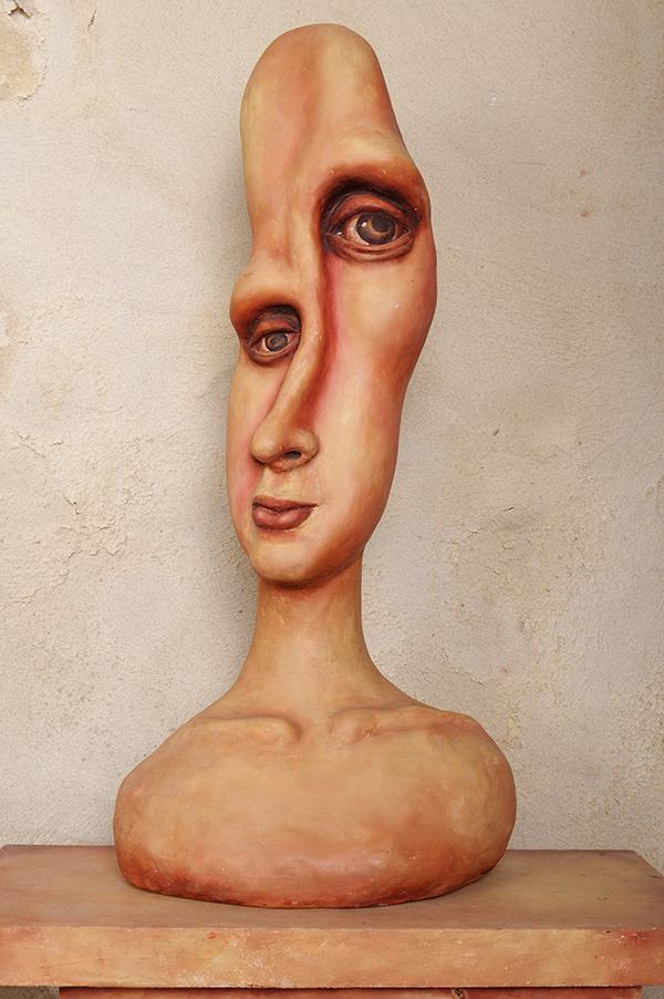 Chéo Cruz sculpture